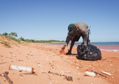 Removing marine debris